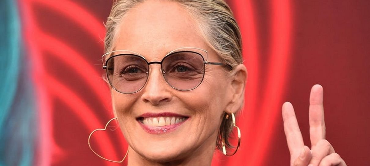 Sharon Stone reclama nas redes sociais após ser banida de app de encontros