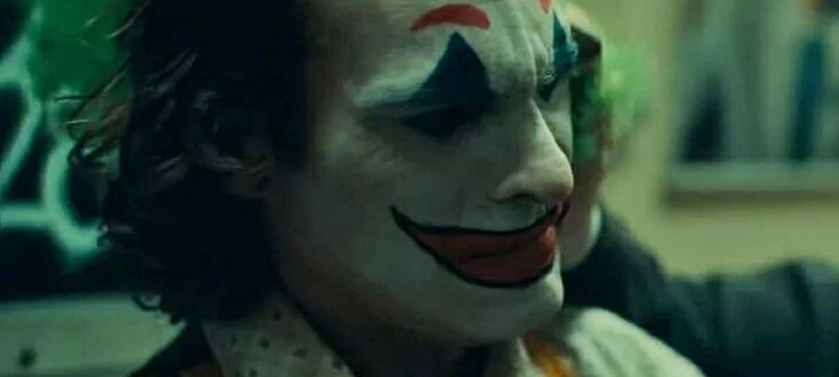 Coringa | Todd Phillips elogia imprevisibilidade de Joaquin Phoenix em vídeo