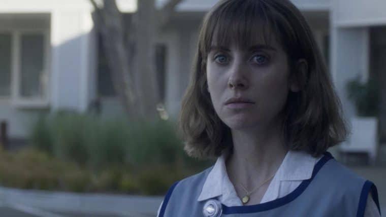 Entre Realidades | Alison Brie questiona a própria sanidade em trailer da Netflix