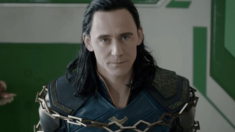 Tom Hiddleston publica vídeo treinando - e falhando - em bastidores de Loki