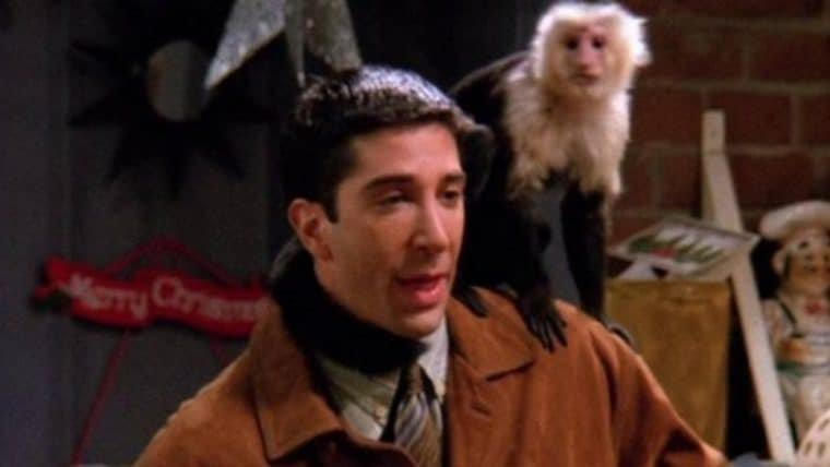 Macaco interrogado no curta de David Lynch é o mesmo de Friends
