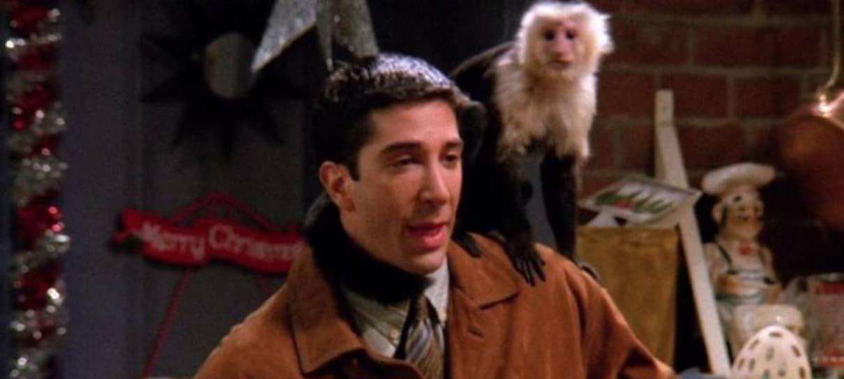 Macaco interrogado no curta de David Lynch é o mesmo de Friends