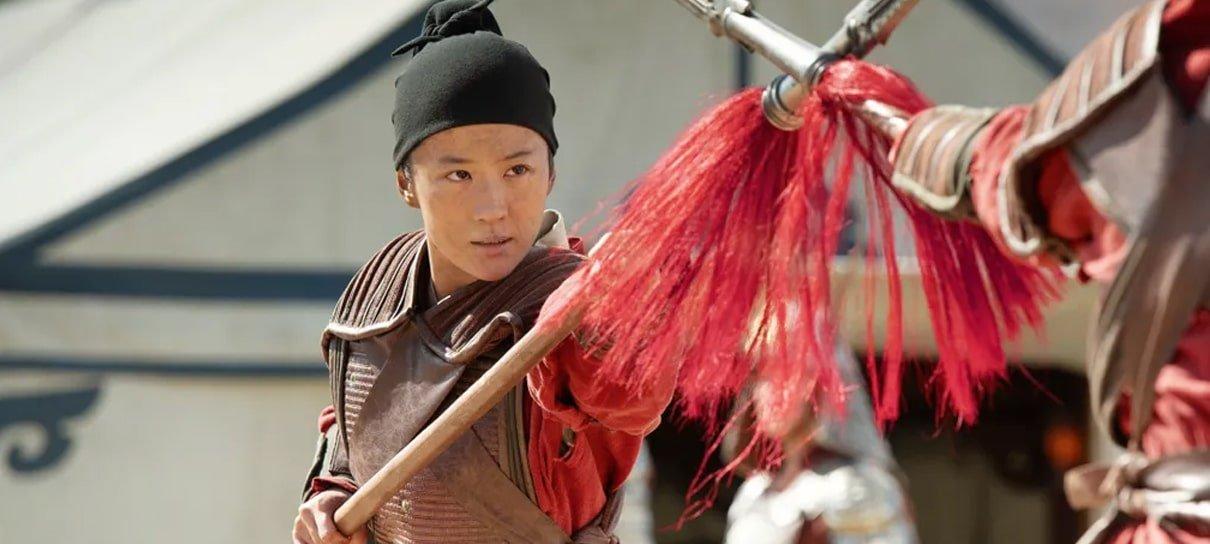 Mulan aparece lutando com lança em nova imagem do filme