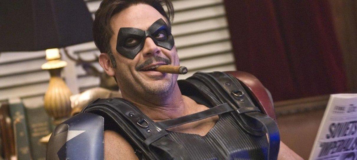 Watchmen | Jeffrey Dean Morgan aparece com máscara do Comediante e brinca com
