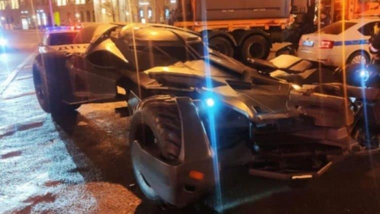 Batman | Batmóvel viola leis de trânsito e é rebocado na Rússia