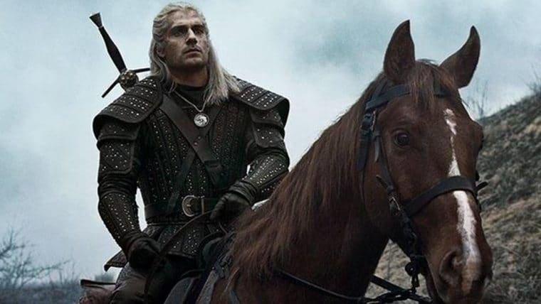The Witcher | Henry Cavill compartilha foto com Carpeado no set da série