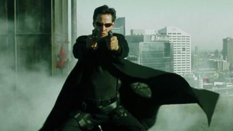 Matrix 4 | Vídeo dos bastidores mostra multidão atacando veículos