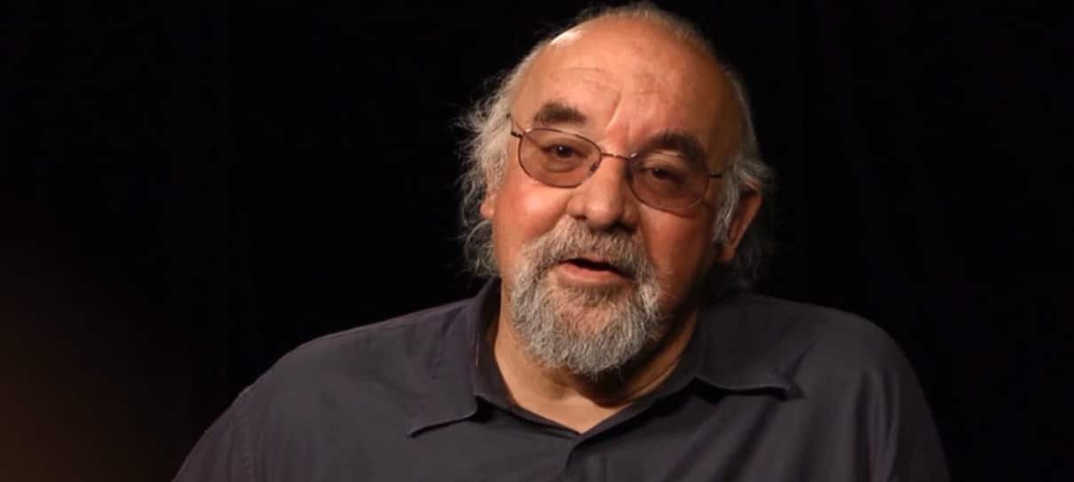 Stuart Gordon, diretor de A Hora dos Mortos-Vivos, morre aos 72 anos