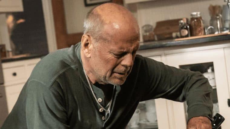 Bruce Willis está pistola em trailer de Survive the Night