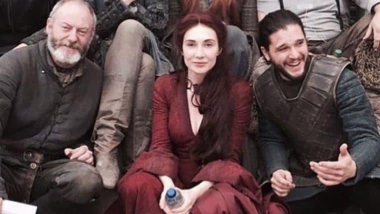 Atriz de Melisandre publica foto inédita dos bastidores de Game of Thrones