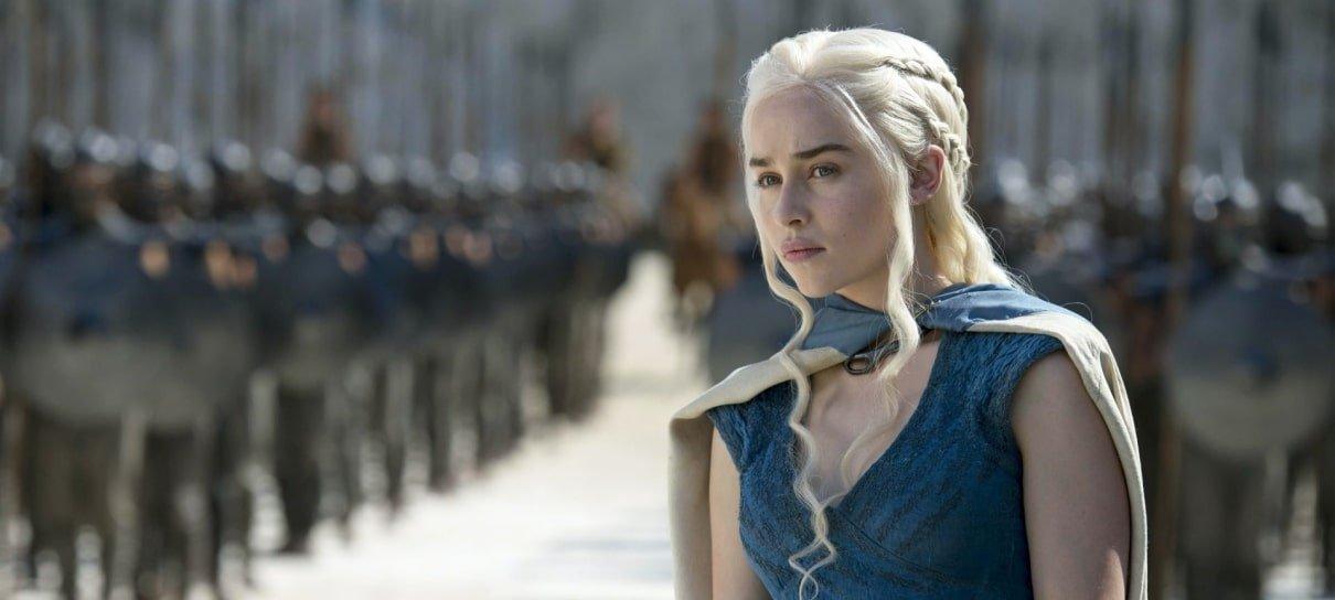 Emilia Clarke, de Game of Thrones, leiloa jantar para ajudar no combate da COVID-19