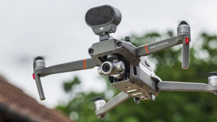 Rio começa a testar drone com alto-falante para evitar aglomerações