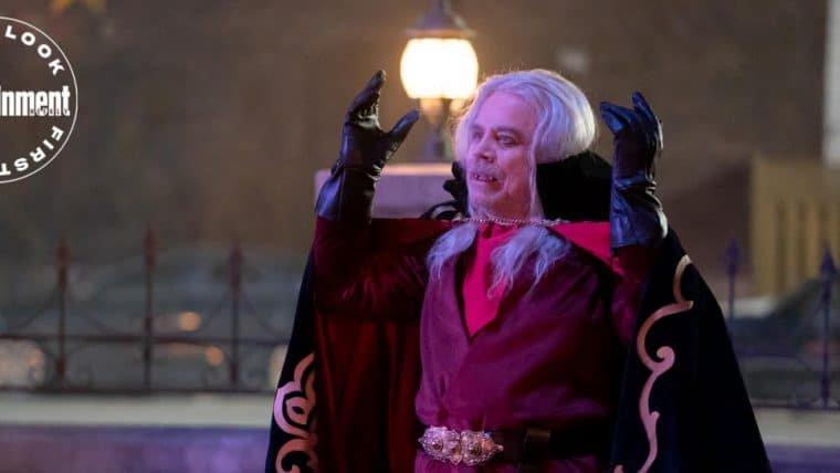 Mark Hammil se transforma em vampiro em imagem da série O Que Fazemos nas Sombras