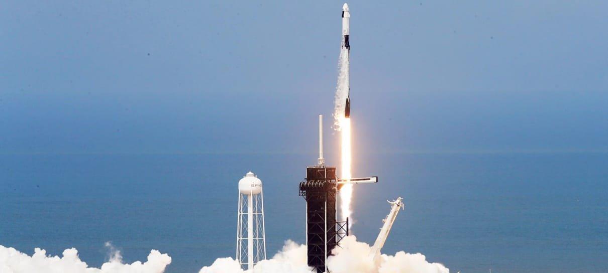 SpaceX conclui lançamento de sua primeira missão tripulada; veja como foi