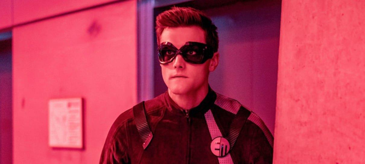 Hartley Sawyer, o Homem-Elástico de The Flash, é demitido da série por tuítes racistas