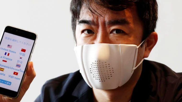 Empresa japonesa cria máscara com alto-falante e tradutor embutido