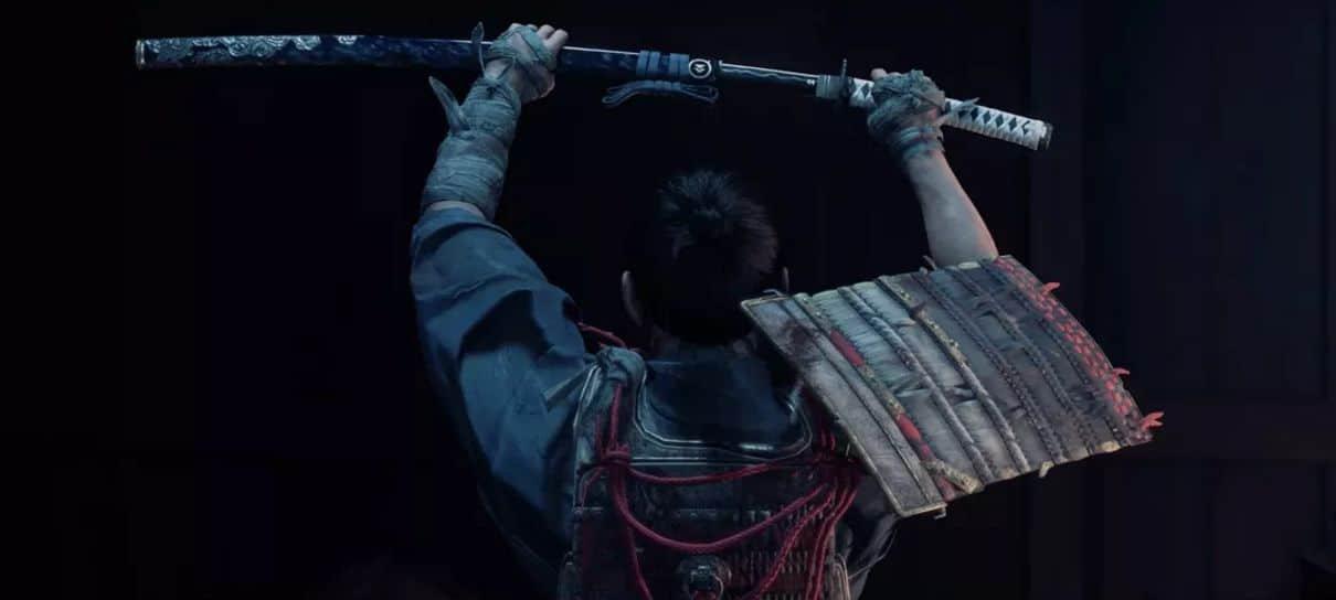 Jogador usa katana do PlayStation 2 para jogar Ghost of Tsushima