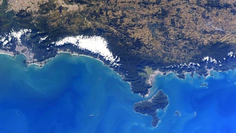 Astronauta compartilha imagens do litoral de São Paulo visto do espaço