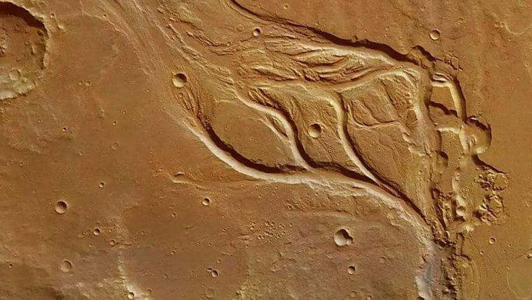 Marte pode ter sido coberto por gelo e não por rios, sugere estudo