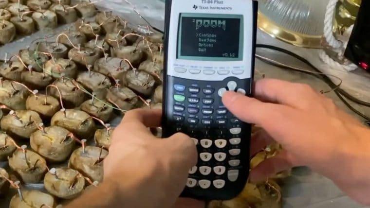 É possível jogar Doom em uma calculadora movida a batatas podres