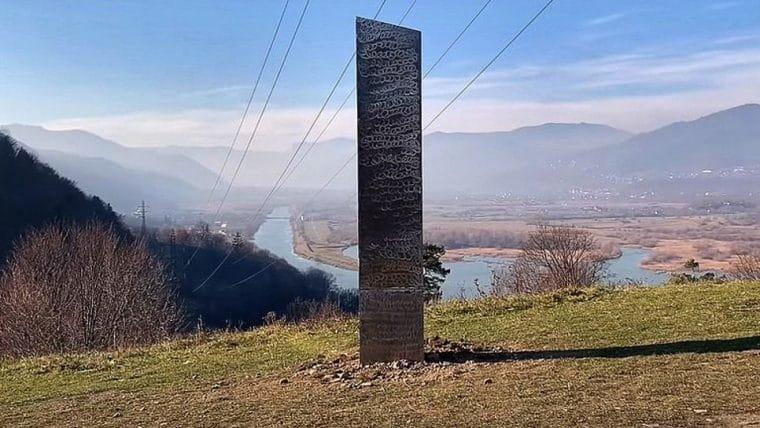 Monolito misterioso aparece na Romênia, após um idêntico desaparecer em Utah