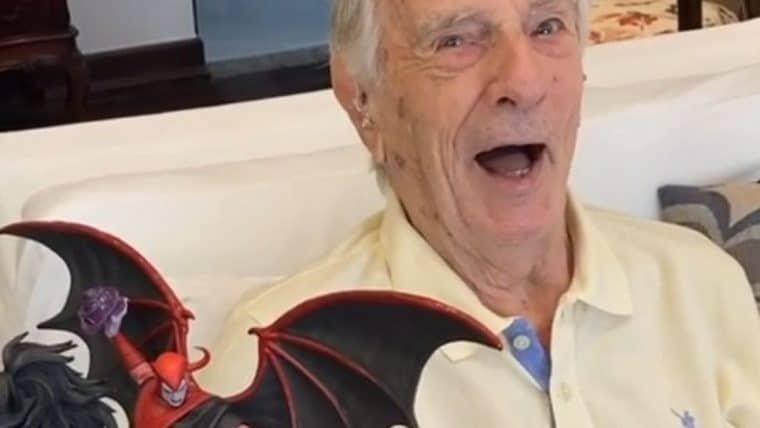 Orlando Drummond ganha estátua de Caverna do Dragão e agradece na voz do Vingador