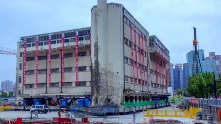 Vídeo mostra prédio histórico de 7600 toneladas