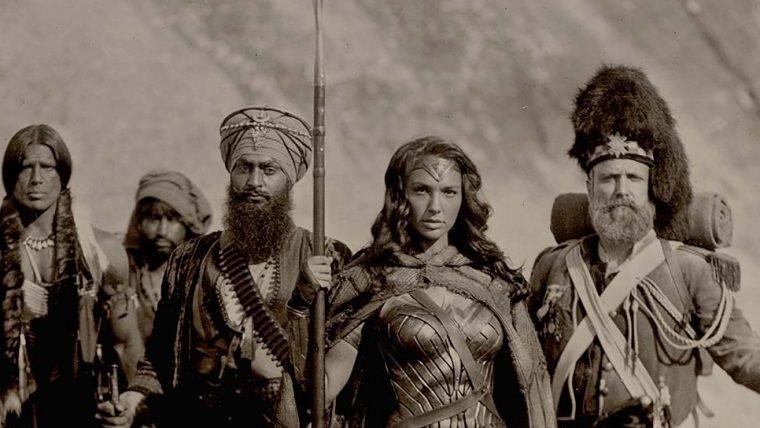 Zack Snyder compartilha foto de Mulher-Maravilha segurando cabeças de inimigos