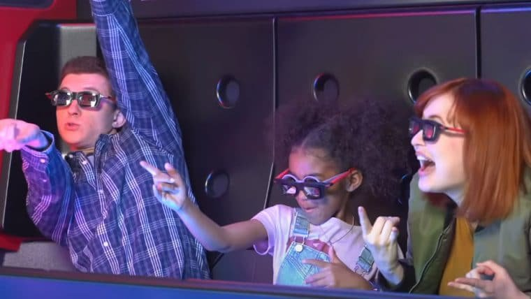 Tom Holland aparece em bastidores de nova atração da Disneyland