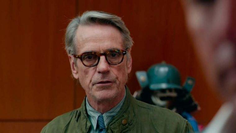 Liga da Justiça | Snyder Cut ganha nova imagem do Alfred com o Batmóvel