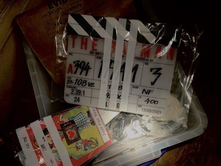 Foto do diretor Matt Reeves mostra claquete e outros itens do longa