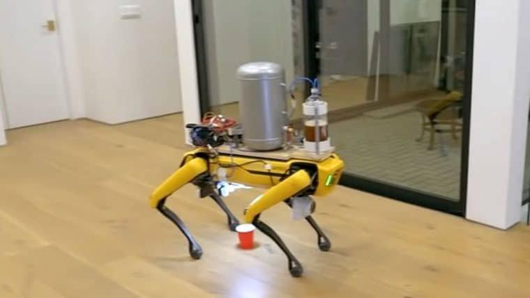 Robô da Boston Dynamics pode servir cerveja de uma maneira diferenciada