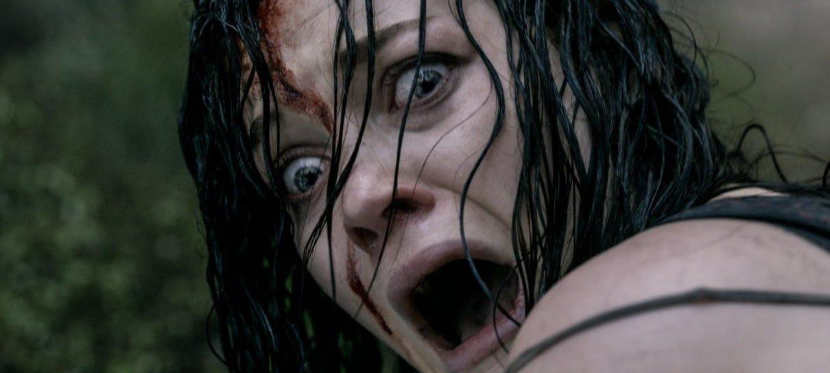 Diretor compartilha fotos de bastidores de Evil Dead em homenagem aos 8 anos do filme