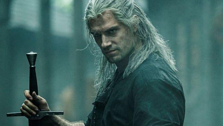 Henry Cavill presenteia ator de Lambert após gravações da 2ª temporada de The Witcher
