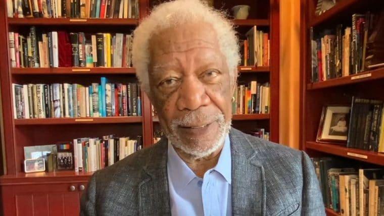 Morgan Freeman pede apoio à vacina contra COVID-19 para
