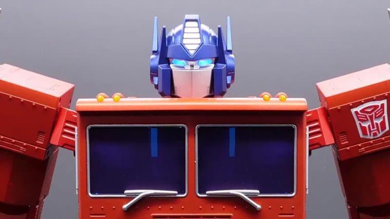 Hasbro revela robô de Optimus Prime que se transforma sozinho e custa US$ 700