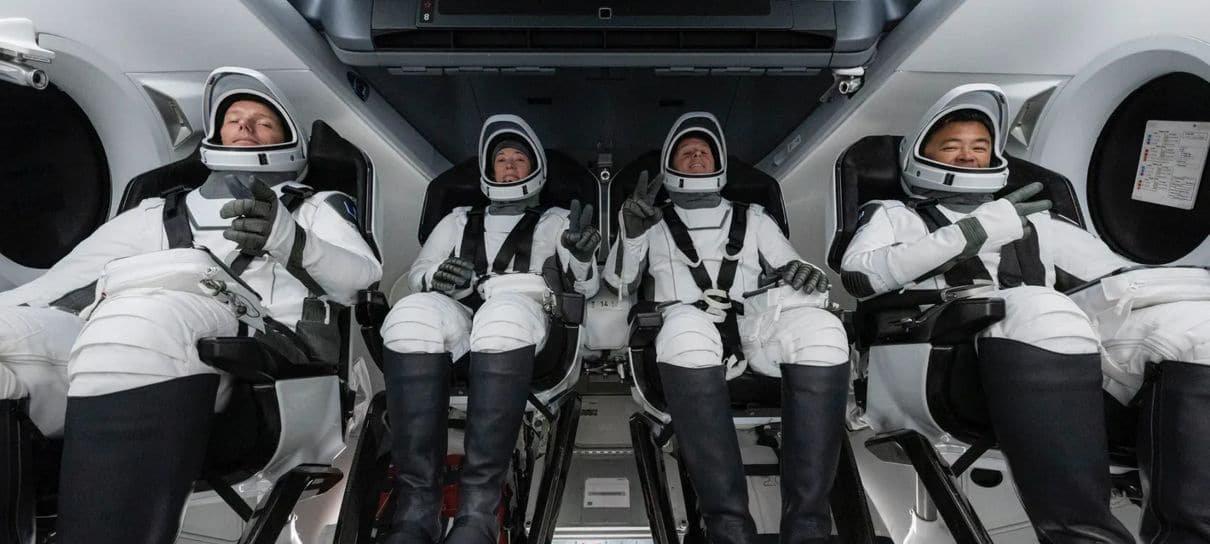 SpaceX e NASA lançam missão tripulada em foguete reutilizado