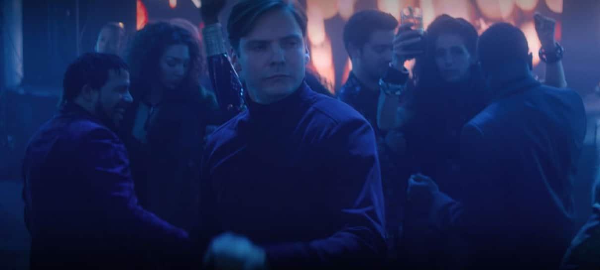 Marvel divulga versão estendida do Zemo dançando em Falcão e o Soldado Invernal