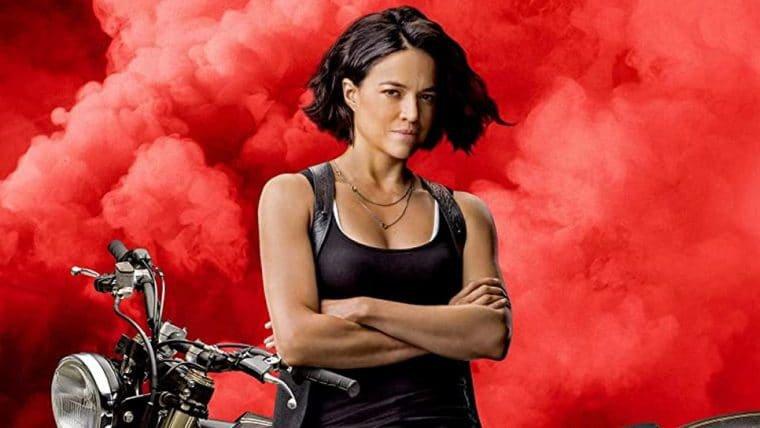 Michelle Rodriguez salta de moto em foto inédita de Velozes e Furiosos 9