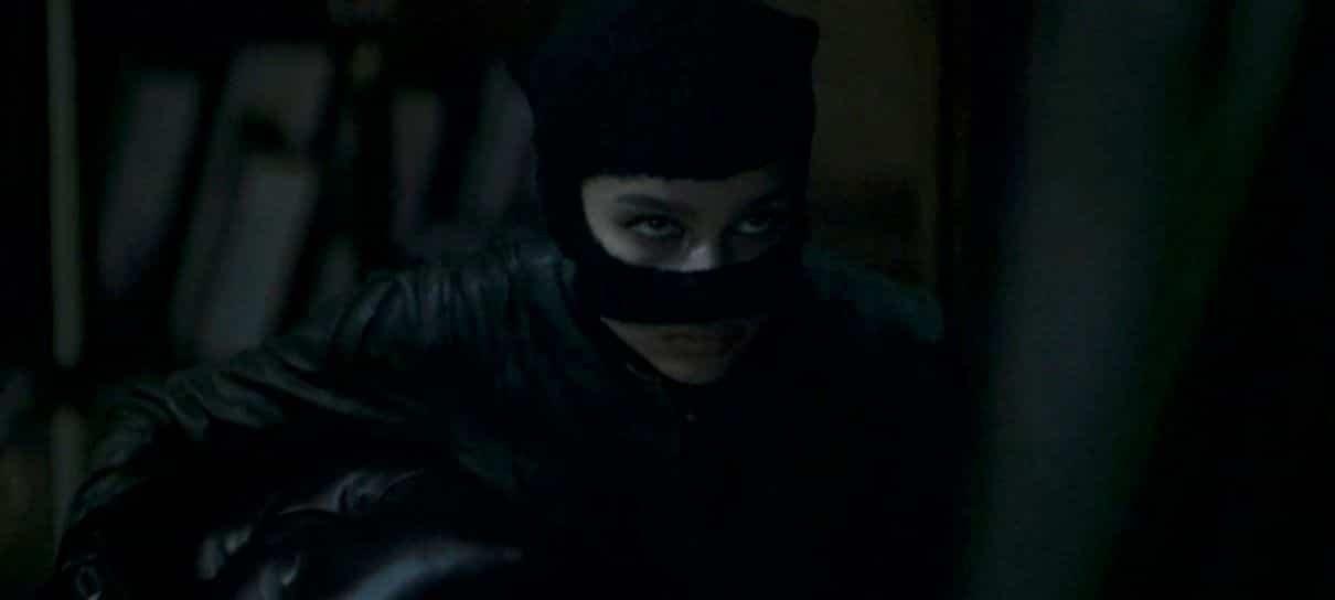 Vídeo de The Batman revela visual de Zöe Kravitz como Mulher-Gato