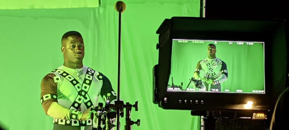 Zack Snyder revela foto das gravações de Snyder Cut que mostra Lanterna Verde