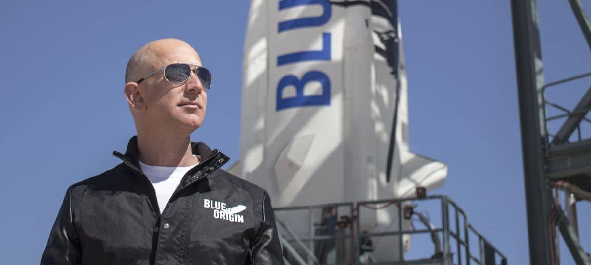 Jeff Bezos vai para o espaço em foguete da própria empresa