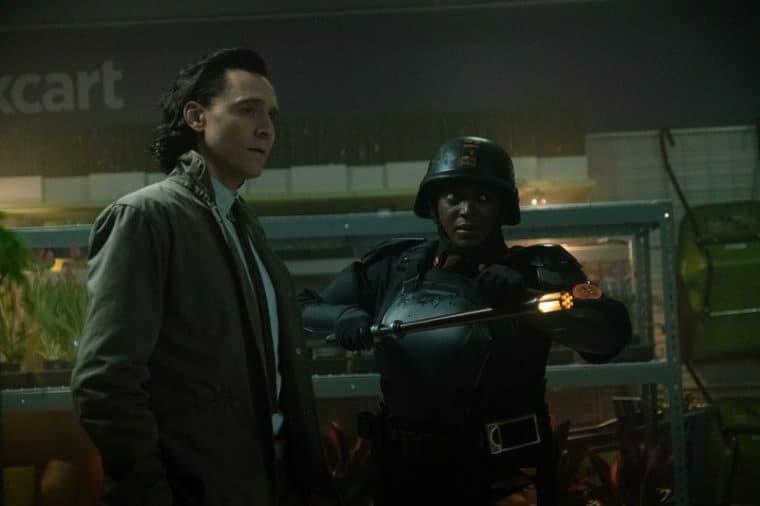Tom Hiddleston e Wunmi Mosaku no segundo episódio de Loki