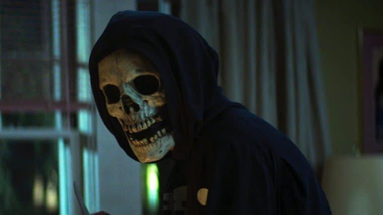 Suspense e sustos aterrorizam a primeira cena de Rua do Medo: 1994 – Parte 1; assista