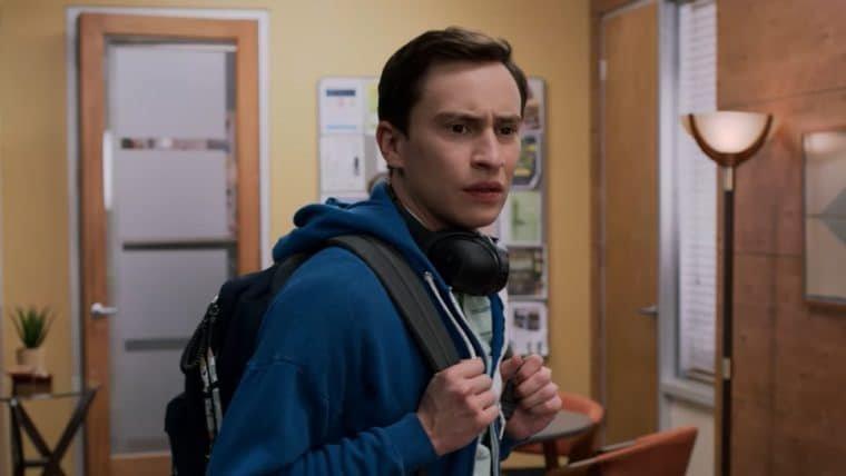 Sam lida com desafios da vida adulta no trailer da última temporada de Atypical