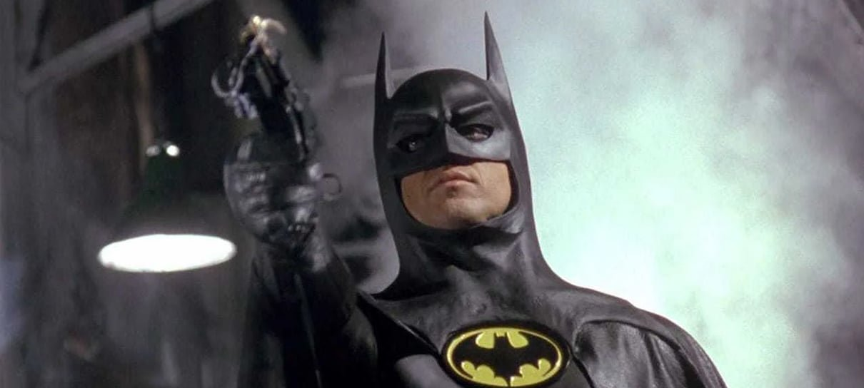 Fotos dos bastidores de The Flash revelam visual de Supergirl e Bruce Wayne