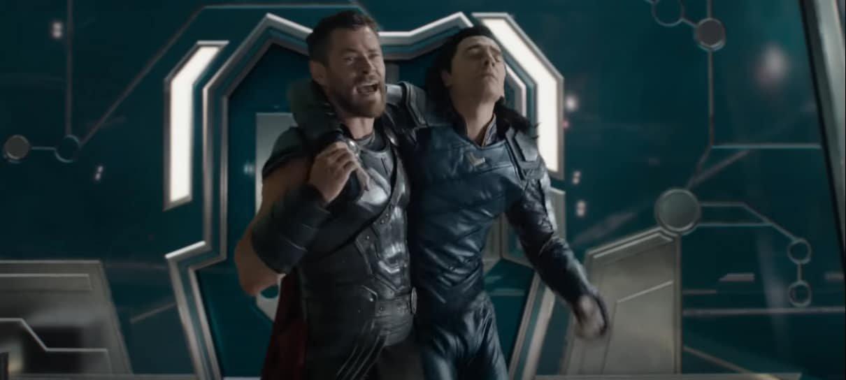 Tom Hiddleston relembra improviso em cena hilária de Thor: Ragnarok