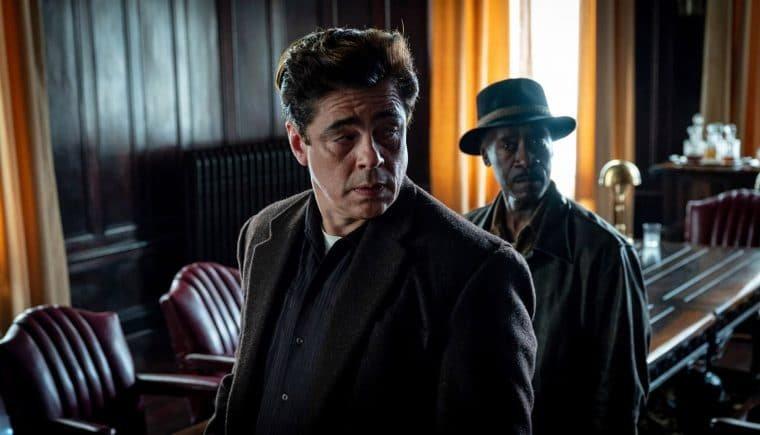 Benicio Del Toro e Don Cheadle em Nem Um Passo em Falso (Divulgação/HBO Max)