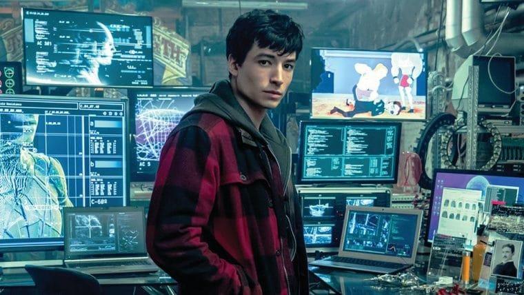 Foto do set de The Flash revela que Barry Allen é fã do live-action de Scooby-Doo