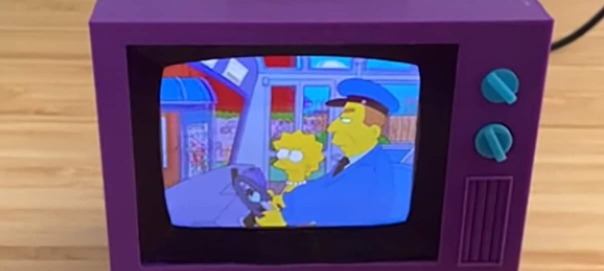 Fã cria mini TV dos Simpsons que exibe episódios das 11 primeiras temporadas